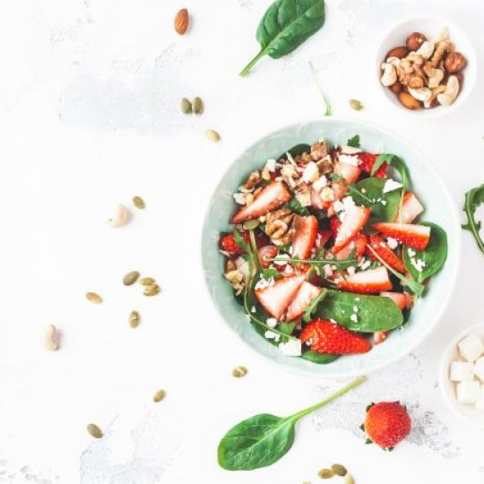 Photo de la recette <span>Spinach salad with strawberries and goat cheese</span>