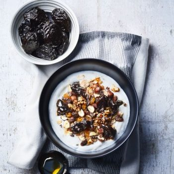 Photo du produit <span>Morning bowl with prunes and nuts</span>